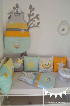 linge lit turbulette gigoteuse tour de lit bébé enfant jaune vert d'eau blanc gris étoiles hibou chouette