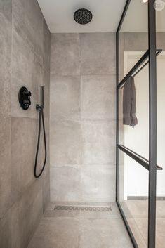 Bathroom Spa, Bathroom Toilets, Bathroom Interior, Small Bathroom, Interior Design Inspiration, Bathroom Inspiration, Home Interior Design, Bath Tiles, Bathroom Tile Designs