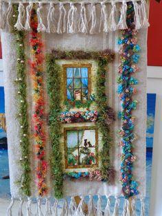 Painel em tapeçaria, muita textura e dimensão 3D, bordados diversos, flores, miçangas e frufru. www.vitrine.elo7.com.br/artedeamorartesanatos