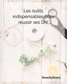 Les outils indispensables pour réussir ses DIY Dremel, Idee Diy, Paper, Rotary Tool, Work Surface, Diy Room Decor, Interview, Tools