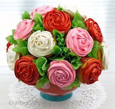 How to make a Cupcake Bouquet for Valentine's Day, or any other special day. CraftsnCoffee.com.