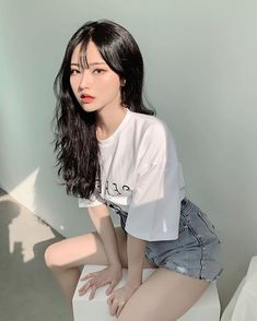 Ulzzang mode Poses for pictures. Pretty Korean Girls, Cute Korean Girl, Cute Asian Girls, Cute Girls, Ulzzang Girl Fashion, Ulzzang Korean Girl, Ulzzang Short Hair, Beautiful Japanese Girl, Beautiful Asian Girls