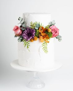 "White wedding cake with flowers from Cake Ink. (@cake_ink) on Instagram: ""Springtime blooms and soft textured finishes #fbf #cakeink"""