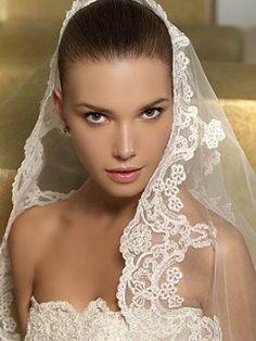 La mantilla: un estilo clásico que se ha ido renovando. | ...Cabeza de novia