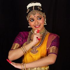 Jwala Priyadarshini Rejimon is a Bharatanatyam dancer based in USA. Jwala loves to perform Bharathanatyam in temples, dance sabhas and other cultural venues Dance Images, Dance Pictures, Dance Silhouette, Dance Photo Shoot, Indian Classical Dance, Indian Photoshoot, Fashion Drawing Dresses, Dance Poses, Girl Photography Poses