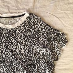 Zara printed tee Got it in a mystery box, but I'm more of a solids type of girl! Definitely out of my comfort zone but might be in yours! Zara Tops Tees - Short Sleeve