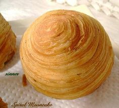 Thousand Layers Flaky Spiral Mooncake Full recipe Bakery Recipes, Sweets Recipes, Cooking Recipes, Asian Desserts, Asian Recipes, Chinese Moon Cake, Mooncake Recipe, Thai Dessert, Paleo