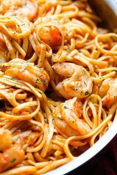 One Pot Shrimp Pasta. The pasta cooks right in the sauce leaving a creamy and super flavorful pasta dish, not to mention it's ONE POT!! #TasteRiserva