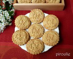 Cette recette est une de celles que j'utilise le plus souvent car elle est moins grasse que celles des biscuits sablés à base debeurre... Biscuit Cake, Biscuit Cookies, Kosher Recipes, Flan, Scones, Crackers, Macarons, Good Food, Food And Drink