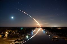 """""""Waterway to Orbit"""" Honorable mention for National Geographic Photo Contest The photo is of the Space shuttle Endeavor launching. National Geographic Fotos, National Geographic Photo Contest, National Geographic Photography, Star Treck, Stars Night, Skier, Concours Photo, Exposure Photography, Space Photography"""