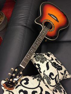 OVATION 1777AX-1 Legend Mid Contour Roundback Elektro-Akustik-Gitarre /Koffer sunburst - Preisbewusste Gitarristen mit dem Sinn für das Besondere kommen bei Standard Balladeer & Standard Elite voll auf ihre Kosten...