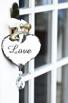 I love French country style, shabby chic , romantic and white style. This is just random things I love. Creation Deco, I Love Heart, White Cottage, White Farmhouse, Rose Cottage, Valentine Decorations, Wedding Decorations, All You Need Is Love, Be My Valentine