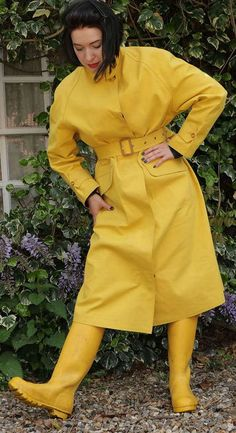 Lovely yellow rubber Riding Mac and yellow Hunter wellies. Green Raincoat, Raincoat Jacket, Pvc Raincoat, Hooded Raincoat, Mackintosh Raincoat, Rubber Raincoats, Rain Jacket Women, Rain Gear, Boots
