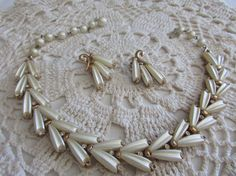 Vintage Cream Thermoset Necklace and Earrings - FREE SHIPPING!!! by OwlMansionJewels on Etsy