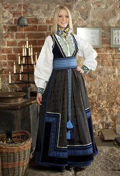 Beltestakk Norwegian Clothing, Grecian Hairstyles, Spring Fashion, Fashion Show, Downton Abbey Fashion, Scandinavian Fashion, Vogue, Future Clothes, Folk Costume