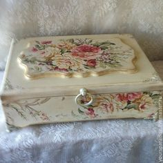 A beautiful decoupage box, perfect for storing treasured love letters. Decoupage Art, Decoupage Vintage, Tole Painting, Painting On Wood, Vintage Box, Vintage Items, Altered Cigar Boxes, Shabby Chic Crafts, Pretty Box