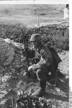 SS Soldier, He's not SS. He's a Wehrmacht soldier. You can see the Wehrmacht collars. Also SS didn't use Splittertarn camofage.