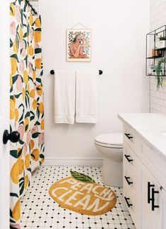 Diy Bathroom Decor, Small Bathroom, Peach Bathroom, Bathroom Black, Apartment Bathroom Decorating, Bathroom Theme Ideas, Orange Bathroom Decor, Modern Bathroom, Bathroom Colors