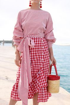 blaire eadey wearing all red outfit red ruffle gingham skirt red pinstripe tie top and basket bag Gingham Skirt, Red Gingham, Gingham Check, Red And White Stripes, White Plaid, Red And Pink, Mode Pastel, Look Fashion, Fashion Outfits