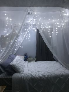 Twinkling lights above a bed ❤️