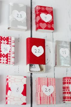 Adventskalender Streichholzschachtel Nachricht Christmas Themes, Christmas Diy, Holiday Decor, Diy Weihnachten, Hacks Diy, Advent Calendar, Gift Wrapping, Wrapping Ideas, Projects To Try