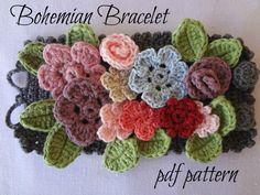 He encontrado este interesante anuncio de Etsy en https://www.etsy.com/es/listing/197826949/crocheted-bohemian-bracelet-pdf-crochet