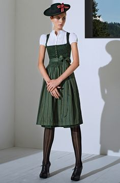 Dirndl shoes traditional style with great shoes and stockings. Dirndl traditional yet sexy. Crazy Outfits, Trendy Outfits, Fashion Outfits, Traditional Fashion, Traditional Dresses, Drindl Dress, Style Retro, My Style, German Fashion