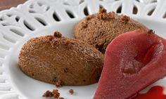 Lebkuchenmousse mit Glühweinbirnen