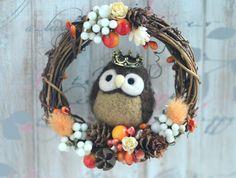 Needle felt owl dry flower wreath, owl doll wreath home decor ornament, woodland fall winter wreath, holidays ornament, gift under 30