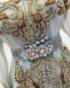 Zardozi Embroidery, Hand Embroidery Dress, Bead Embroidery Patterns, Couture Embroidery, Embroidery Fashion, Hand Embroidery Designs, Beaded Embroidery, Morrocan Dress, Moroccan Caftan