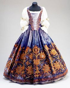 Wedding Dress | c. 1650s • • • Hungarian wedding gown, possibly made in Italy for Orsolya Esterházy. • • • #historicalfashion #fashion #fashiondesign #fashionhistory #historyoffashion #vintagefashion... Historical Women, Historical Clothing, Fantasy Dress, Medieval Dress, Vintage Mode, Historical Costume, Aesthetic Clothes, Fashion History, Wedding Gowns