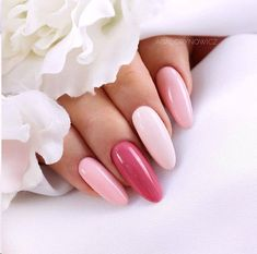 False nails have the advantage of offering a manicure worthy of the most advanced backstage and to hold longer than a simple nail polish. The problem is how to remove them without damaging your nails. Pastel Nails, Pink Nails, Acrylic Nails, Gradient Nails, Rainbow Nails, Bridal Nails, Wedding Nails, Cute Nails, Pretty Nails