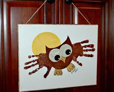 Handprinting pictures - Sweet ideas for children in kindergarten - handprint pictures children-owl-bird-canvas - Crafts For Teens To Make, Art For Kids, Baby Crafts, Toddler Crafts, Bird Canvas, Beautiful Symbols, Footprint Art, Spring Tree, Handprint Art