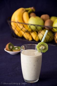 Pear Kiwi Banana Smoothie ~Sweet & Savory by Shinee Yogurt Smoothies, Smoothie Drinks, Breakfast Smoothies, Smoothie Recipes, Healthy Fruits, Healthy Drinks, Healthy Snacks, Healthy Eating, Recipes