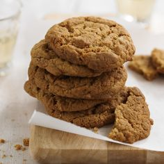 Cornish fairing biscuits - thin, crispy with a delicious spiciness, this is a traditional Cornish recipe Biscuit Dessert Recipe, Biscuit Cookies, Baking Recipes, Cookie Recipes, Dessert Recipes, Recipe From England, British Biscuits, British Bake Off, Tray Bakes