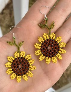 Handmade sunflower beaded earrings Measurement of earrings: L inches // W 1 inch Beaded Earrings Native, Beaded Earrings Patterns, Seed Bead Earrings, Jewelry Patterns, Beading Patterns, Flower Earrings, Native Beadwork, Embroidery Patterns, Hoop Earrings