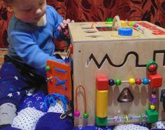Artículos similares a Busy Board, Junta de cierre de 35 elementos, actividad tablero, tablero sensorial, juguete educativo de Montessori, juguete de madera, en Etsy