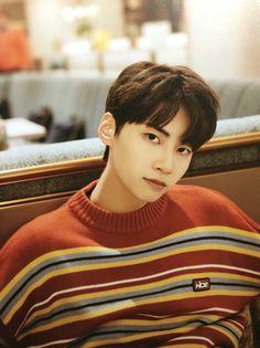 Lee Jin, My Youth, Kpop Boy, Boyfriend Material, Jaehyun, Pop Group, Michael Jackson, Photo Book, Boy Bands