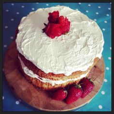 Chantilly cream and strawberry cake #lilmisssadiecakes