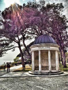 Venez admirer le pavillon Fleuriau situé dans le Parc d'Orbigny, près du casino de La Rochelle...tranquillité assurée et belle vue sur l'océan et Les Minimes | Charente-Maritime Tourisme #charentemaritime | #LaRochelle | #parc