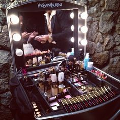 1000 Ideas About Vanity Makeup Rooms On Pinterest
