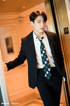 Jungkook (BTS) - The definition of perfection Dispatch has accompanied BTS to one of the most prestigious music awards ceremonies in US and captures memorable moments of the 7 boys. Bts Jungkook, Taehyung, Jungkook Fanart, Busan, Foto Bts, Bts Photo, Seokjin, Hoseok, Taekook