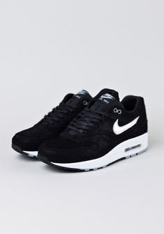 Nike Air Max 1-Black/Metallic Silver., https://www.youtube.com/watch?v=f5rdE_6PCSw