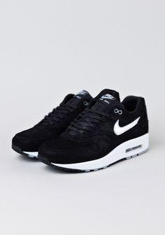 Nike Air Max 1-Black/Metallic Silver., https://www.youtube.com/watch?v=f5rdE_6PCSw
