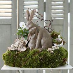 Hazen Maman et moi Ideas Actuales, Easter Flowers, Deco Floral, Easter Table, Diy Home Crafts, Flower Arrangements, Garden Sculpture, Shabby, Holiday Decor
