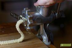 Kruche ciasteczka na smalcu wyciskane z maszynki - przepis prababci Food And Drink, Recipes, Trufle, Cakes, Baking, Book, Recipies, Cake Makers, Kuchen