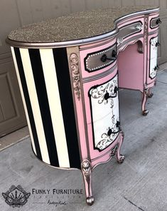 48 Awesome Upcycling Furniture Ideas Must See. Mehr unter Cool 48 Awesome Upcycling Furniture Ideas Must See., Cool 48 Awesome Upcycling Furniture Ideas Must See. Hand Painted Furniture, Funky Furniture, Refurbished Furniture, Paint Furniture, Repurposed Furniture, Shabby Chic Furniture, Furniture Projects, Furniture Makeover, Bedroom Furniture