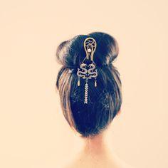 http://www.alittlemarket.com/accessoires-coiffure/fr_pic_a_cheveux_japonais_blanc_et_bronze_grande_epingle_a_cheveux_pic_a_cheveux_geisha_dragons_-16802331.html
