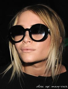 MARY-KATE OLSEN DIOR FASHION SHOW 2008 WEARING CHANEL HALF TINIT SUNGLASSES  STRAIGHT HAIR NUDE 3e3a75cf6186
