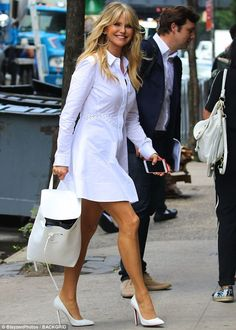 Ageless Christie Brinkley in a white shirt dress and Louboutin pumps Only Fashion, Fashion Over, Model Legs, Beautiful Old Woman, Christie Brinkley, In Pantyhose, Sexy Legs, White Dress, How To Wear
